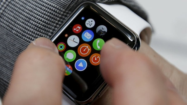 Apple Watch ist da: Apple liefert Smartwatch an Online-Händler aus. Display mit Apps einer Apple Watch (Quelle: dpa)