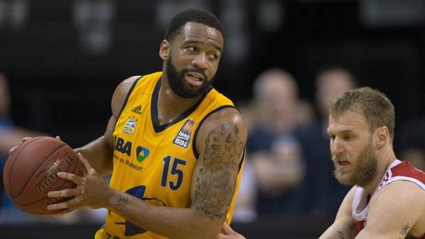Basketball: Redding verlässt ALBA Berlin. Reggie Redding (l) verlässt ALBA Berlin.