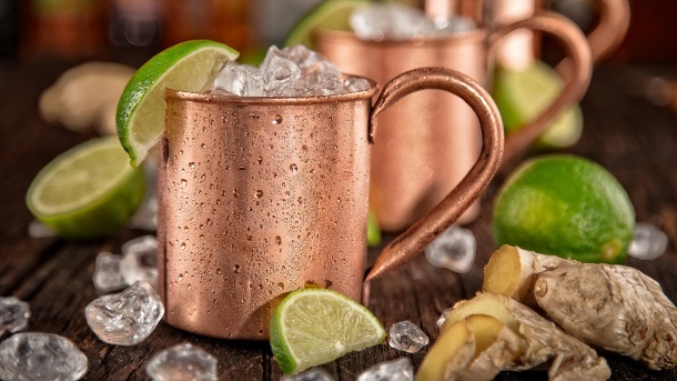 Moscow Mule: So mixen Sie den Trend-Cocktail. Traditionell wird der Cocktail aus einem solchen Kupferbecher getrunken. (Quelle: Thinkstock by Getty-Images)