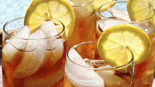 Kalte Drinks sind in der sommerlichen Hitze unverzichtbar. (Quelle: Thinkstock by Getty-Images)
