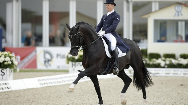 Totilas gibt starkes Comeback: Hoffnung auf EM-Start steigt. Matthias Rath mit Totilas beim internationalen Reitturnier in Hagen am Teutoburger Wald. (Quelle: imago/Stefan Lafrentz)