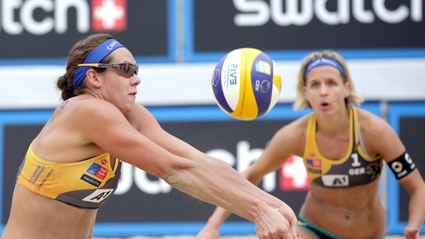 Beach-Volleyball: Zwei deutsche Beach-Duos in Long Beach noch im Rennen. Kira Walkenhorst (l) und Laura Ludwig in Aktion.