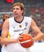 Dirk Nowitzki: Forward, 37 Jahre, 2,13 Meter vom NBA-Klub Dallas Mavericks. (Quelle: dpa)