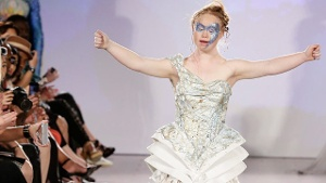 Model mit Down-Syndrom: Madeline Stuart in New York auf dem Laufsteg