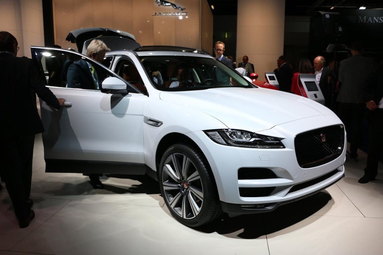 neuer jaguar f pace das erste suv der briten betont vor. Black Bedroom Furniture Sets. Home Design Ideas
