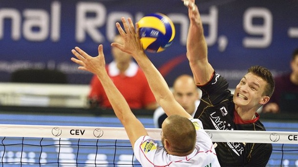 Deutsche Volleyballer verpatzen Start in Volleyball-EM 2015. Christian Fromm (r) und Co.