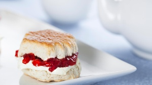 Clotted Cream: Rezept für die traditionelle Scones-Beilage