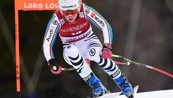 Ski-Alpin 2015: Rebensburg wartet auf erste Top-Platzierung. Viktoria Rebensburg auf dem Weg ins Tal in Lake Louise. (Quelle: Frank Gunn/The Canadian Press via AP)
