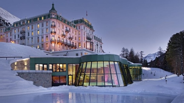 "Holidaycheck: Die Top 10 der Wellnesshotels in den Alpen. Historisches Ambiente mit modernem Spa vereint das ""Grand Hotel Kronenhof Pontresina"" in St. Moritz (Graubünden). (Quelle: Kronenhof provided by Holidaycheck)"