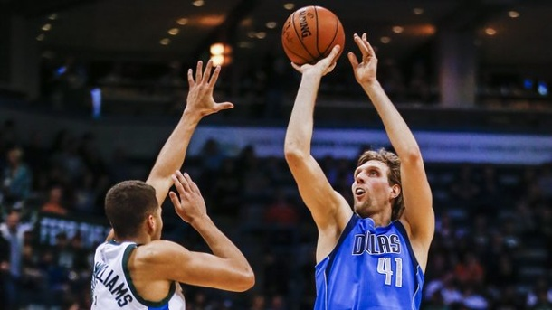 Basketball: Dallas unterliegt mit Nowitzki Cavs um Superstar James. Dirk Nowitzki kam auf 17 Punkte.