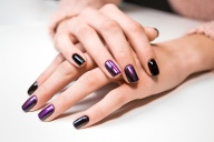 Das passende Nageldesign  (Quelle: Thinkstock by Getty-Images)