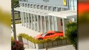 Ferrari-Debakel vor Luxus-Autohaus. (Screenshot: Bit Projects)