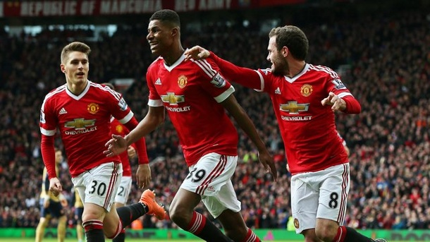 Manchester United - FC Arsenal: Rashford schockt London. ManUniteds Marcus Rashford (M) verpasste mit seinem Doppelschlag dem FC Arsenal einen Dämpfer.