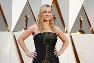 "Kate Winslet, nominated for Best Supporting Actress for her role in ""Steve Jobs,"" arrives at the 88th Academy Awards in Hollywood (Quelle: Reuters)"