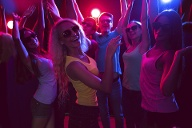 Je hipper der Club, desto heißer die Party – das ist jedenfalls das Image, das eine angesagte Location braucht.  (Quelle: Thinkstock by Getty-Images)