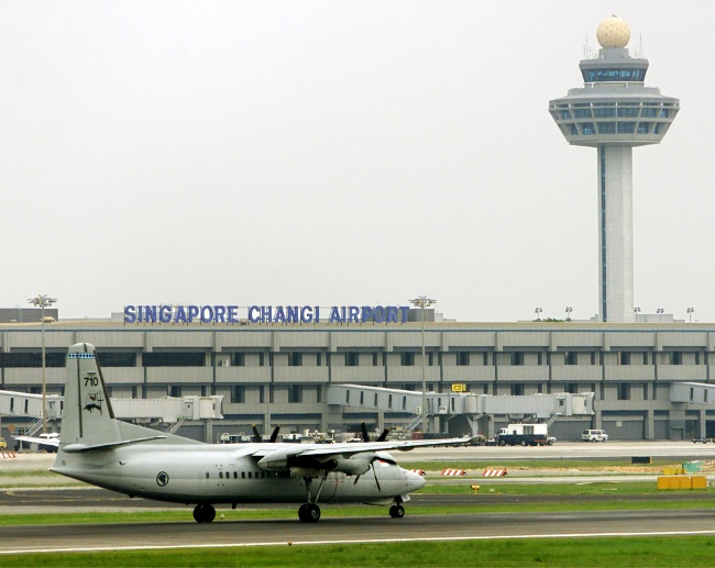 A SINGAPORE AIR FORCE PLANE TAKES OFF FROM CHANGI AIRPORT. (Quelle: Reuters)