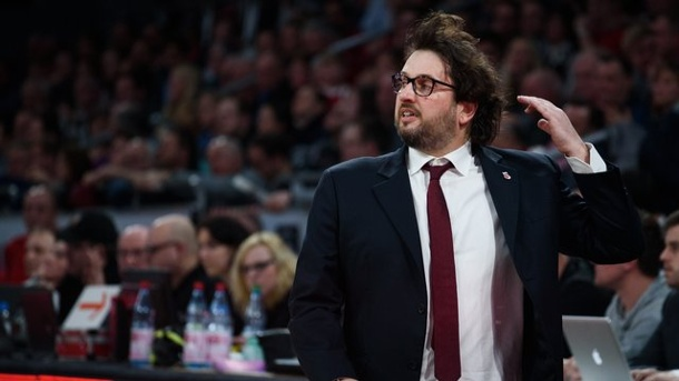 Basketball: Brose Baskets Chancenlos in Barcelona. Trainer Andrea Trinchieri konnte mit den Brose Baskets in Barcelona nichts ausrichten.