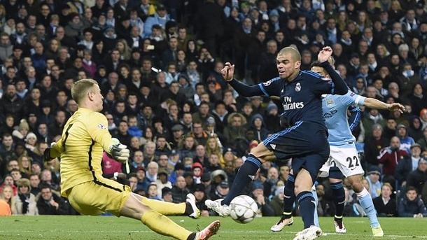 Manchester City - Real Madrid: So wurde Joe Hart Matchwinner. Pepe (r) vergab die beste Chance für Real Madrid.