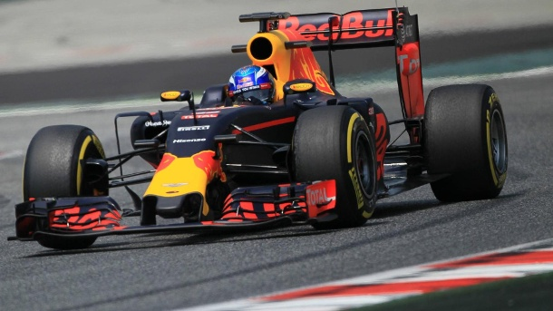 Formel 1 Barcelona: Max Verstappen holt Bestzeit bei Testfahrten. Schnell unterwegs: Max Verstappen im Red Bull bei den Testfahren in Barcelona. (Quelle: imago/Action Plus)