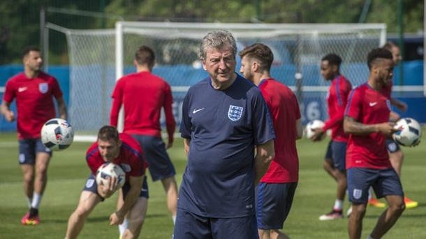Euro 2016: England verzichtet bei EM 2016 auf Training im Stadion. Englands Coach Roy Hodgson beim Training in Chantilly.