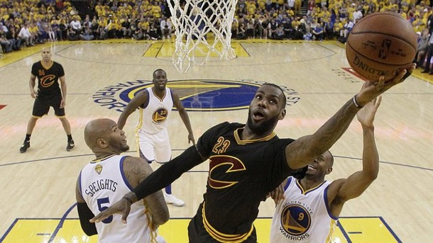 NBA-Finals 2016: LeBron James schreibt Geschichte. Clevelands Star LeBron James in Aktion.