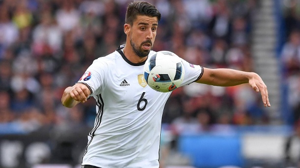 Deutschland spielt im EM 2016 Achtelfinale gegen die Slowakei. Sami Khedira ist im EM-Achtelfinale mit dem DFB-Team in der Favoritenrolle.  (Quelle: imago/Ulmer/Teamfoto)