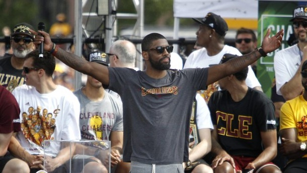 Basketball: NBA-Champion Irving will bei Olympischen Spielen starten. Kyrie Irving (m.