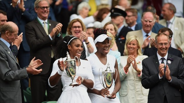 Tennis: Williams-Schwestern holen Titel im Doppel. Venus Williams und Serena Williams haben das Doppel gewonnen.