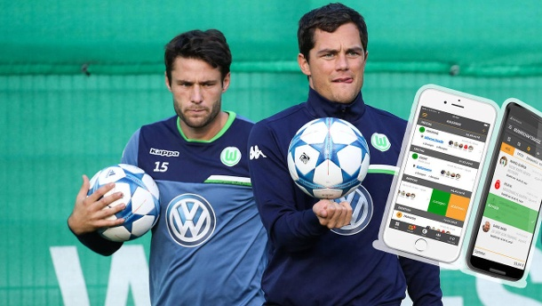 "Bundesliga-Profis entwickeln App für Amateurfußballer. Mit ""DEINTEAM"" wollen Marcel Schäfer (re.), Christian Träsch und Co. allen Sportteams helfen. (Quelle: imago/Christian Schroedter/deinteam.de)"