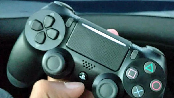 Steam arbeitet an Support für den Dualshock-4-Controller. PS4 Slim Dualshock 4-Controller. (Quelle: Youtube)