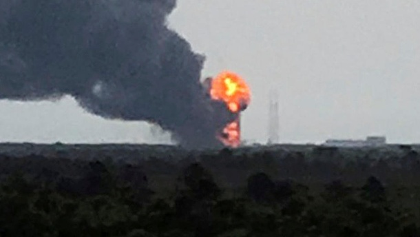 SpaceX: Weltraumrakete explodiert - Facebook-Satellit zerstört. Handout of an explosion on the launch site of a SpaceX Falcon 9 rocket is shown in Cape Canaveral (Quelle: Reuters)