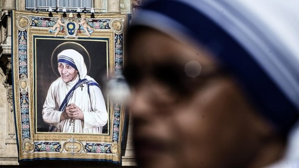 Religion: Papst Franziskus hat Mutter Teresa heiliggesprochen. Mutter Teresa wurde in Rom heiliggesprrochen.