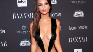 Emily Ratajkowski in sexy Kleid auf Fashion Week
