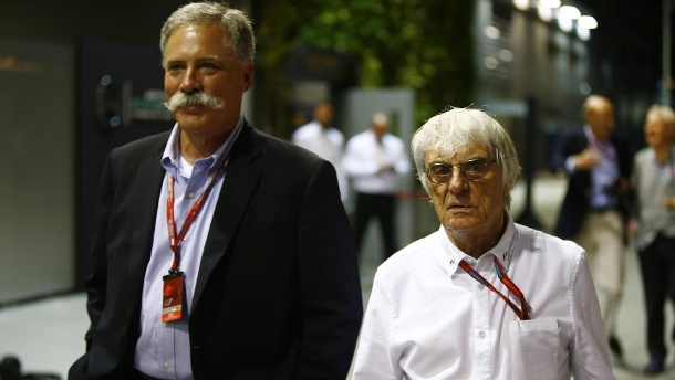 Formel 1 News: Bernie Ecclestone wird von Chase Carey angezählt. Der neue Macher Chase Carey (links) und Bernie Ecclestone. (Quelle: imago/LAT Photographic)