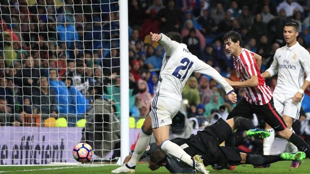 Primera Division: Real Madrid an Spitze, FC Barcelona ist Dritter. Alvaro Morata (l) schoss Real Madrid zum Sieg bei Athletic Bilbao.