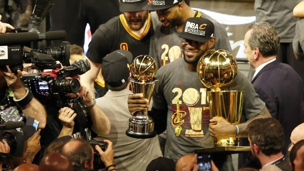 Alles zum NBA-Start 2016: Warriors jagen Titelverteidiger James. Superstar LeBron James ist mit den Cleveland Cavaliers Titelverteidiger in der NBA.