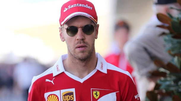 Formel 1 Mexiko City: Sebastian Vettel schimpft über Fernando Alonso. Sebastian Vettel war im Training sauer auf Fernando Alonso.  (Quelle: imago/Media Crash Group)