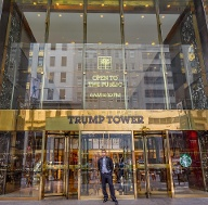 Der Eingang des Trump Tower in New York City. (Quelle: dpa)