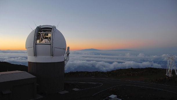 "Das Teleskop ""PS1"" ist eines von inzwischen zwei Großteleskopen, die auf einem Berggipfel der Insel Maui (Hawaii) stehen. ""Pan-Starrs"" steht für ""Panoramic Survey Telescope And Rapid Response System"". (Quelle: dpa/Rob Ratkowski)"