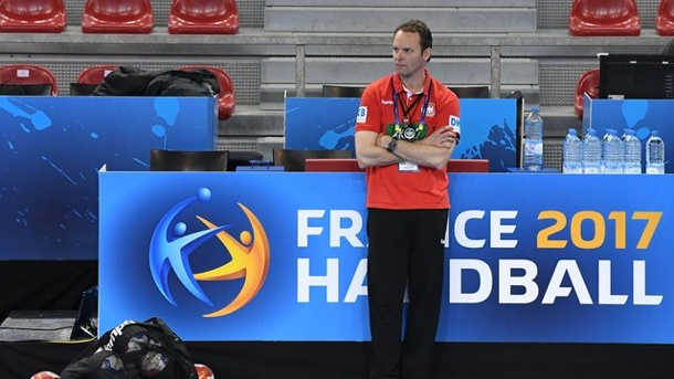 Handball: Deutsche Handballer starten mit Gensheimer in WM. Dagur Sigurdsson beim Training in Rouen.