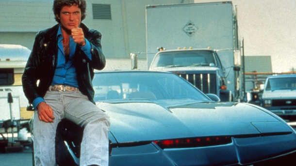 David Hasselhoff mit dem Auto K.I.T.T. in der Serie Knight Rider (1982) (Quelle: imago/United Archives)