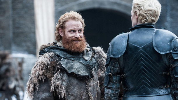 "Kristofer Hivju und Gwendoline Christie als Tormund Riesentod und Brienne von Tarth - ""Game of Thrones"" (Quelle: Helen Sloan / HBO)"