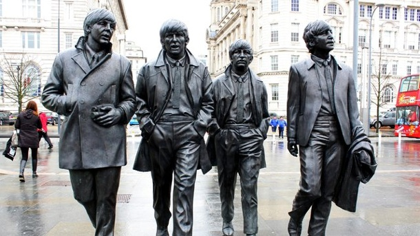 """Musik: """"Sgt Pepper's Lonely Hearts Club Band"""" wird 50. Die Beatles in Liverpool - als Statuen."""