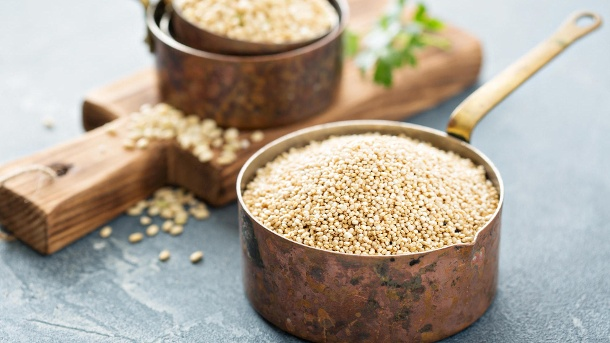 Quinoa ist eine pflanzliche Proteinbombe: Drei Rezeptideen. Quinoa ist gesund, lecker und eine echte Proteinbombe. (Quelle: Thinkstock by Getty-Images/VeselovaElena)