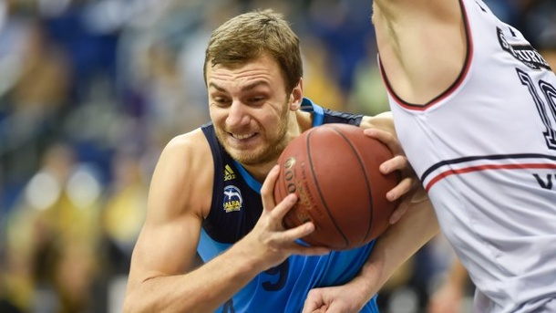 Basketball: ALBA-Center Kikanovic wechselt zum AS Monaco. Elmedin Kikanovic (l) verlässt ALBA Berlin.