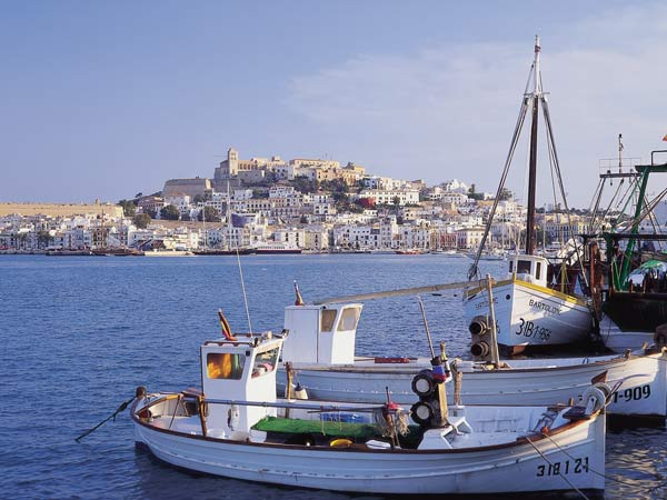 fischerhafen mit blick auf ibiza stadt foto tourespana 1. Black Bedroom Furniture Sets. Home Design Ideas
