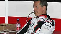 Michael Schumacher in der Box. (Foto: imago)