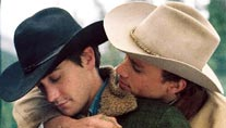 "Jake Gyllenhaal (li.) und Heath Ledger in ""Brokeback Mountain"" (Foto: dpa)"