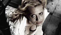 "Brittany Murphy in ""Sin City"". (Foto: Cinetext)"