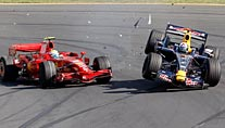 Melbourne 2008: Massa (li.) crasht in Coulthard (Foto: dpa)